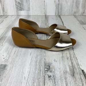 KENNETH COLE REACTION tan gold flats